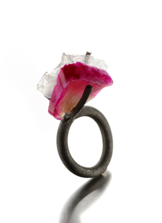 Catalina Brenes - MORFOSI SERIES RING, 2011. Silver, quarz and rodocrosita. Photo courtesy of the artist