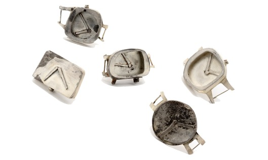 Maru Lopez - Esperando, 2011. Brooches. Silver. Photo courtesy of the artist.