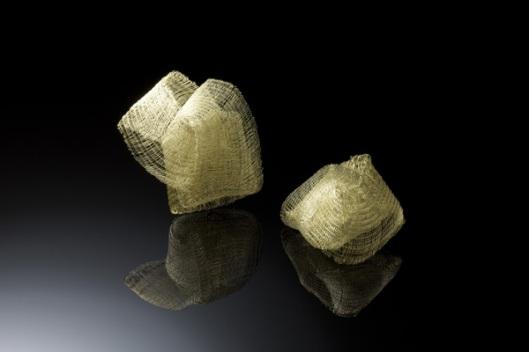 Kazumi Nagano - Bracelets. Golden thread. Photo from http://yufuku.exblog.jp