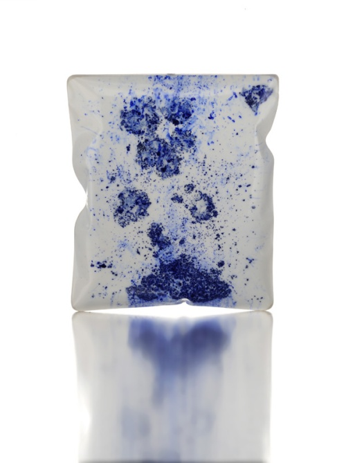 Catalina Brenes - Brooch. Pigment, resin. Picture from http://www.catalinabrenes.com/gallery.html