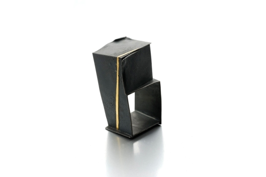 Yoko Shimizu - 'Arno by Night' Series. Ring: Oxidized silver, gold. Photo by www.yokoshimizu.it